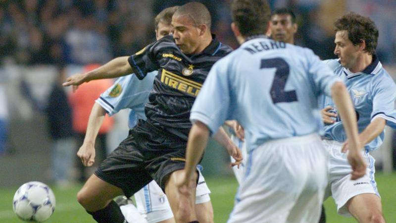 Inter,<br /> ecco la terza maglia: tra gloria e nostalgia ricordando Ronaldo e l'Uefa
