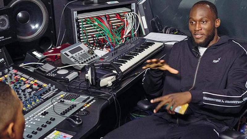 Lukaku: Ho suonato tutti! Io,<br /> aspirante rapper. Il gol l'emozione pi� bella dopo mio figlio
