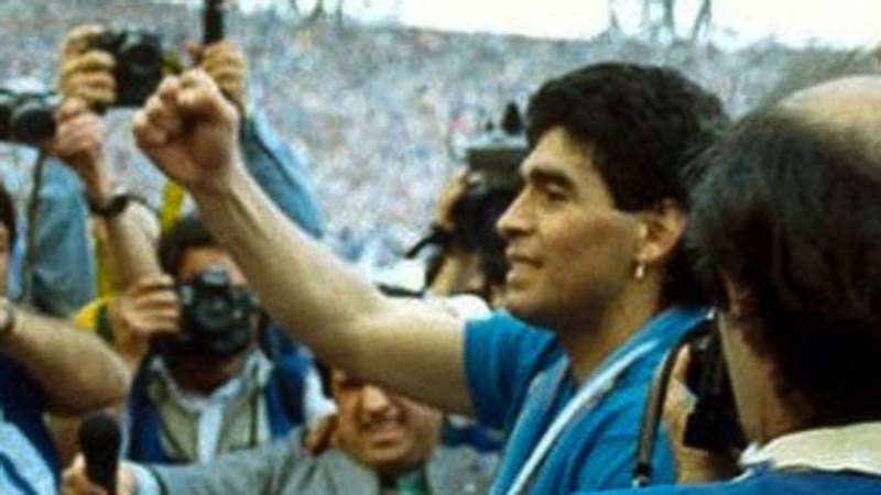 Maradona,<br /> un amore lungo 30 anni: 'Il tempo non cancella la storia,<br /> niente come il mio Napoli'