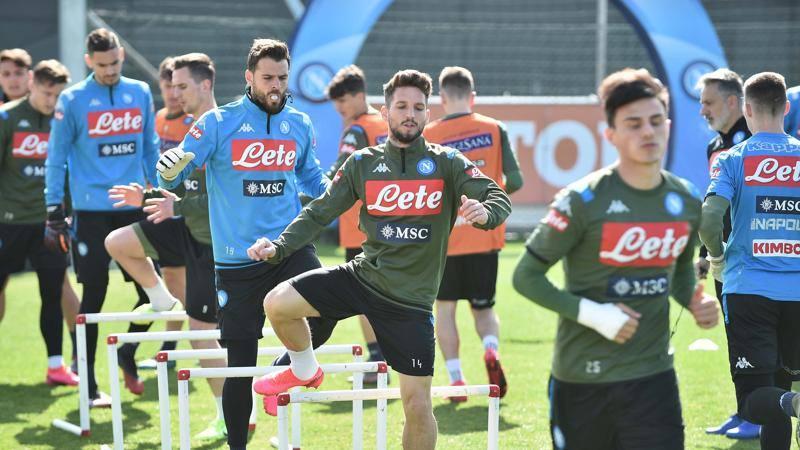 Napoli: in attesa degli allenamenti,<br /> test e dieta nella chat di squadra