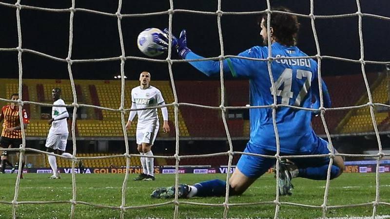 Benevento-Sassuolo,<br /> le pagelle: Tuia male sul gol,<br /> 5,<br />5. Consigli decisivo,<br /> da 7