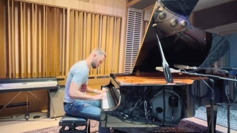 Il difensore olandese e la passione per il pianoforte Ho imparato con le app Che sintonia con dj LukakuCosaA duro sull