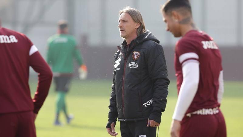 Lazio-Toro non si gioca L'Asl ha vietato il viaggio,<br /> ma la Lega non rinvia