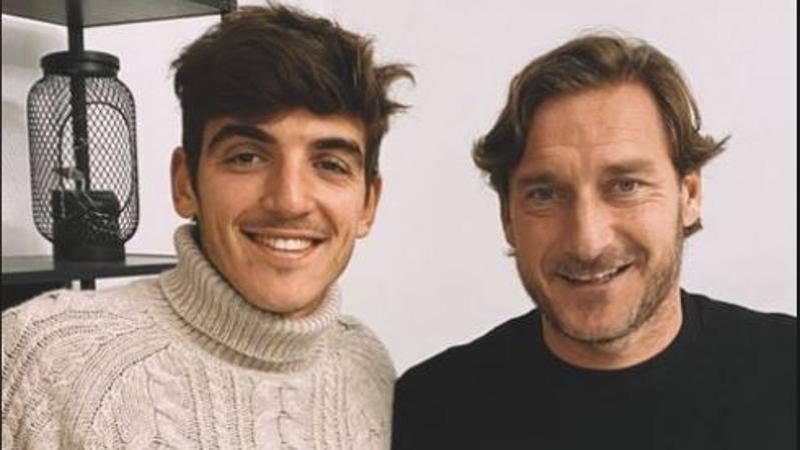 Villar,<br /> pranzo con l'idolo Totti: Senza parole